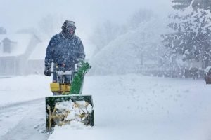 How much snow can snow blowers and snow throwers clear?